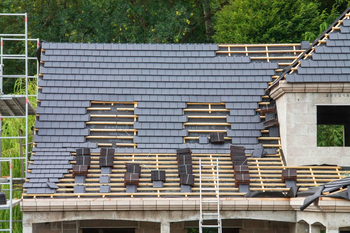 Avez-vous pensé à l'ardoise pour votre toiture
