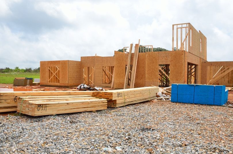 Utiliser des matériaux naturels est indispensable pour construire une maison écologique.